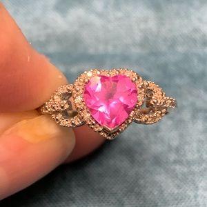 Beautiful white gold sweetheart ring!